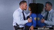 شرطي أسود استغل من قبل مخبر خاص