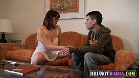 لحظة ممارسة الجنس مع سيدة ناضجة