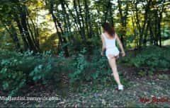 Ormandaki amcığa nüfuz etmeyi çok seviyor.