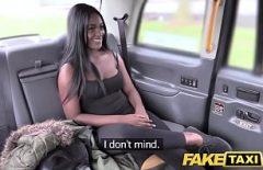 سخيف في السيارة مع فتاة سوداء كس ماذا يفعل غرا