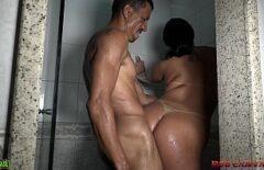 بنت شقرء تنتك من الخلف في الحمام