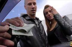 إذا أعطيته المال ، دع زوجته تضاجعك