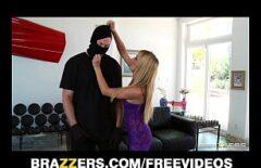 اللص يمارس الجنس مع بوسها على فتاة شقية