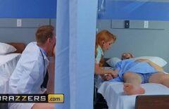 ممرضة أحمر الشعر وسعيدة عندما الملاعين بوسها السيئ