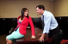 الجنس في المكتب مع سيدة الساخنة الشر